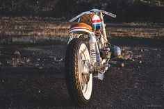 Ever thought about why you like bikes? I have. And I've come to the conclusion that for me, the BMX craze of the late 70s and early 80s probably has a lot to do with it. As we all know, cool bicycles are a gateway drug to full motos and as I'm 'of a certain age', most of my pre-teens was spent drooling over CroMoly Diamondbacks and Mongooses. Jeremy from Hutchbilt knows what I'm...