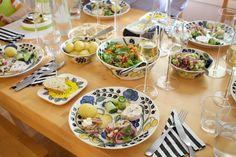 Hämmentäjä: Colorful table full of Finnish summery deligacies - fresh fish, potatoes, salads... Värikäs pöytä täynnä suomalaisia kesäherkkuja - tuoretta kalaa, uusia perunoita, salaatteja...