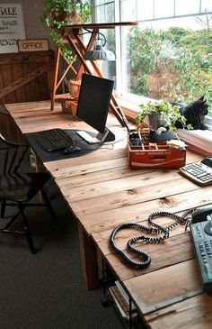 The Pallet Desk Project — Funky Junk Interior   Apartment Therapy