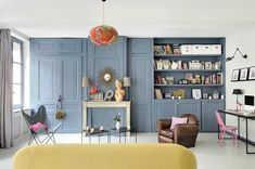 Couleur intemporelle pour un appartement lyonnais - PLANETE DECO a homes world Open Space Living, Living Spaces, Cozy Reading Corners, Salons Cosy, Yellow Cushions, Upstairs Bedroom, Built In Bookcase, Built In Wardrobe, Cozy Living Rooms