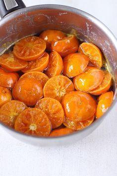 Dans 3 mois, c'est Noël. L'été est à peine terminée que je parle déjà de Noël ! En fait, c'est une recette que j'ai réalisée en début d'année, et qu'il éta Gourmet Gifts, Gourmet Recipes, Sweet Recipes, Cooking Recipes, Candied Orange Slices, Candied Fruit, Chutney, Clementine Recipes, Winter Desserts