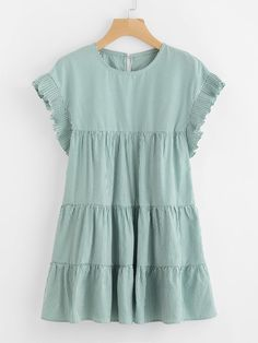 ¡Consigue este tipo de vestido informal de SheIn ahora! Haz clic para ver los detalles. Envíos gratis a toda España. Vertical Striped Tiered Peasant Frill Dress: Green Casual Cute Polyester Round Neck Cap Sleeve A Line Short Ruffle Pleated Striped Fabric has no stretch Summer Tunic Dresses. (vestido informal, casual, informales, informal, day, kleid casual, vestido informal, robe informelle, vestito informale, día)