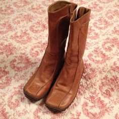 Steve Madden Cameo Tan Leather Boots Comfortable soles with inner zip closure. Calf high. Tan distressed leather boots with flat heel. Cameo leather upper man made sole. 7 1/2B run on the smaller side. They were too snug for me. The leather is distressed with marks, and some spots that add character to the boots. The top has a stretch panel for comfortable fit. Steve Madden Shoes