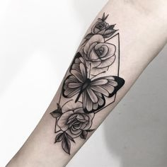Check out the best posts, the most popular tattoo artists and inspiration for your next tattoo. Mommy Tattoos, Dope Tattoos, Pretty Tattoos, Body Art Tattoos, Hand Tattoos, Tatoos, Tattoo Femeninos, Cover Tattoo, Piercing Tattoo
