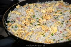 Gebakken Kantonese rijst Nasi Goreng, Asian Recipes, Ethnic Recipes, Caribbean Recipes, Indonesian Food, Food Inspiration, Macaroni And Cheese, Side Dishes, Snack Recipes