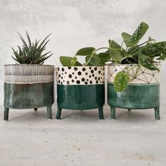 Excellent Free of Charge Ceramics pots decoration Suggestions Www. Ceramic Planters, Ceramic Clay, Ceramic Pottery, Ceramic Flower Pots, House Plants Decor, Plant Decor, Pottery Painting, Ceramic Painting, Potted Plants