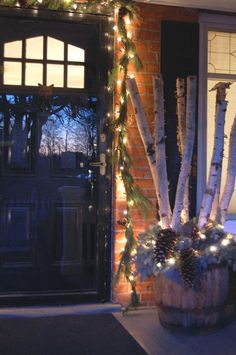 A Rustic Porch for Christmas!Sophisticated Decorating with Laundry Baskets and Underwear Noel Christmas, Outdoor Christmas, Country Christmas, Winter Christmas, Christmas Crafts, Christmas Ideas, Thanksgiving Holiday, Holiday Ideas, Birch Logs
