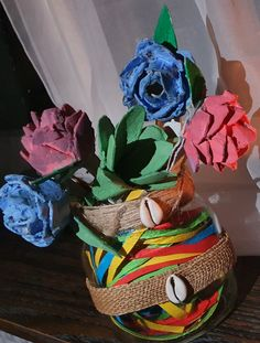 #Diy #easyeggcartonflowers #crafts #Recycle #handmade   #art #fun #home #decor Mothers Day Flowers, Handmade Art, Recycling, Projects To Try, Easy, Fun, Crafts, Decor, Manualidades