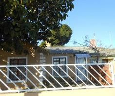 3 bedroom House for sale in Matroosfontein for R 650 000 with web reference 103098641 - SAHometraders