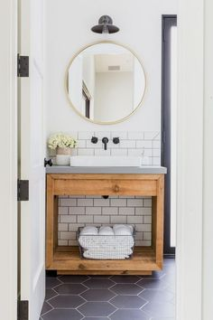 Infrequently you merely desire to offer a room a makeover. Think about the bathroom? ) Many interesting bathroom theories can create your bathroom stunning with only a dab of prefer and decor… Modern Bathroom, Small Bathroom, Master Bathroom, Neutral Bathroom, Bathroom Ideas, Bathroom Colors, Industrial Bathroom Lighting, Wooden Decor, Bathroom Faucets