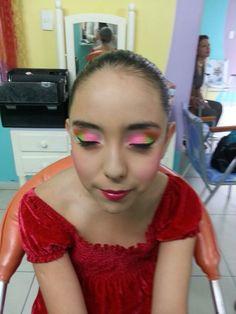 Maquillaje colores neon
