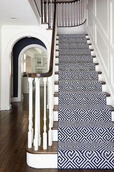 Styling staircase with a beautiful carpet style   Flooring   Rugs   Floor Designs   #floor #flooring #carpets #rugs #interiordesign   www.helloofmayfair.com