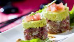#AlmuerzoTipoEvolution Tartar atún con guacamole. Aquí te dejamos la receta ---) http://tusrecetas.abcdesevilla.es/recetas/andalucia/tartar-atun-con-guacamole.html Ingredientes: Ventresca de atún, un aguacate, 1 tomate, cebolleta, aceite de oliva, vinagre balsámico, limón, sal y azúcar. Hierbas aromáticas y pimienta.