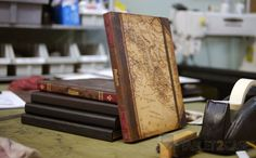 The Alano iPad 2/iPad 3 Book case by Portenzo