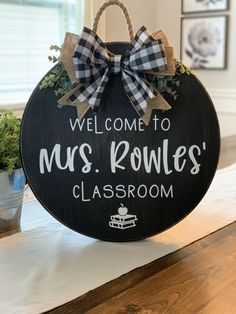 Welcome Sign Classroom, Teacher Welcome Signs, Classroom Signs, Teacher Signs, Classroom Decor, Classroom Wreath, Future Classroom, Teacher Boards, Teacher Wreaths