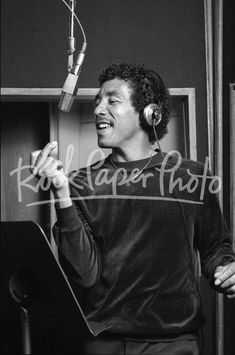 Neil Zlozower - Rock Paper Photo Store Smokey Robinson, Music Photographer, Photo Store, Fine Art Photography, Pop Culture, Rock, Paper, Prints, Image