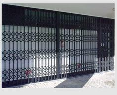 loja fechada porta Pantográfica com 2 xadrez