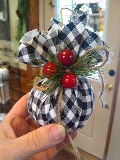 Christmas Ornament Crafts, Christmas Projects, Holiday Crafts, Christmas Wreaths, Buffalo Plaid Christmas Ornaments, Christmas Ideas, Christmas Games, Buffalo Check Christmas Decor, Burlap Ornaments