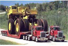 image humour gros géant camion chantier remorqué par camion américain insolite