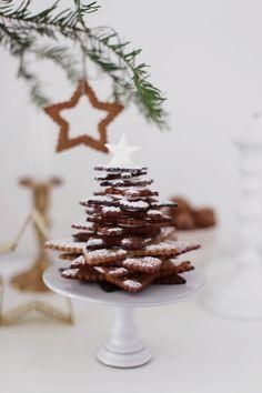 Fräulein Klein : Lebkuchenbäumchen • Cranberry-Lebkuchenschnitten mit Cranberry-Glasur