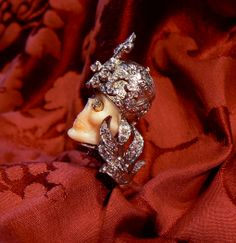 Ring in Coral skull, diamond , mounted in white gold 18 kt - Dogale Jewellery Venice Italia