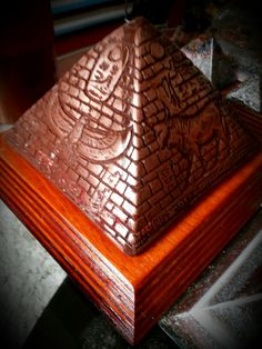 The pyramid of copper powder to the touch feel another action      150 euro
