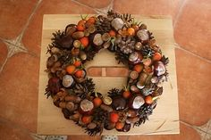 Door Wreath made from Autumn treasures: [I had to have this translated but love it] I not only love the look of this wreath, but also the way it was made. It was made from things found on a afternoon walk in the woods. Can't wait to try this. Fall Deco, Walk In The Woods, How To Make Wreaths, Door Wreaths, Floral Wreath, Wedding, Inspiration, Creative Ideas, Home Decor