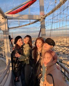 Shared by 맨디. Find images and videos about kpop, itzy and yuna on We Heart It - the app to get lost in what you love. Kpop Girl Groups, Korean Girl Groups, Kpop Girls, Homo, Doja Cat, Group Photos, K Idols, Photo Cards, Pretty Girls