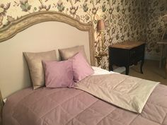 Two-sided, light violet and satine cotton bedspread with pillows.