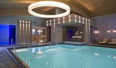 Relaxen über den Dächern von Sölden: Im 1.700 m² großen Wellness-, Beauty- und Spa-Refugium des Bergland Hotel Sölden fühlt man sich wie im Himmel. Indoor-Hallenbad, Outdoor-Whirlpool, wärmende Kammern, Ruhebereiche und individuelle Signature-Treatments entspannen Körper und Geist nach sportlicher Betätigung. --> goo.gl/mm8Rb6  #leadingsparesorts #sölden #tirol #austria #bergland #hotel #luxury #urlaub #vacation #massage #skyspa #exklusiv #leadingspa #hotels Design Hotel, Wellness Hotel Tirol, Das Hotel, Berg, Spa, Hotels, Refugium, Modern, Bathtub