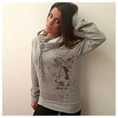 #felpa #automastyle #flower #cappuccio #grigio #woman #fashion #style — con Veronica Di Lauro