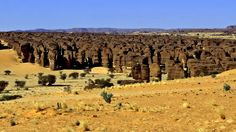 Climbing mecca - the tall sandstone formations on the Ennedi Plateau, Sahara Desert, Chad. Many are over high. Plateau Photo, Beautiful World, Beautiful Places, Google Earth, Formations Rocheuses, Travel Forums, Desert Photography, Ice Climbing, Ancient Ruins