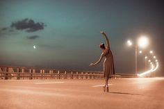 The ballet on the night street. Dance Like No One Is Watching, Just Dance, Ballet Photography, Night Photography, Amazing Photography, Color Photography, Street Photography, Photography Ideas, Night Street