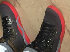 Nike Jordan  schwarz rot gold