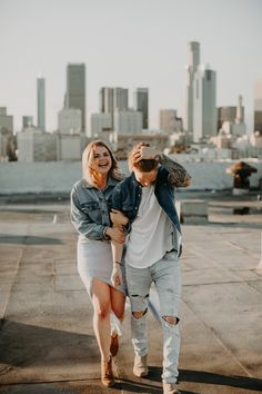 Rooftop Photoshoot, Couple Photoshoot Poses, Couple Photography Poses, Couple Posing, Couple Shoot, Engagement Photo Outfits, Engagement Photo Inspiration, Engagement Session, Cute Couples Goals