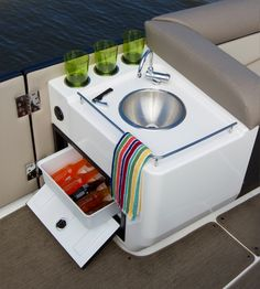 http://touron-nautica.com/images/stories/galeria/Bayliner/Element/XR7/xr7_19p.jpg
