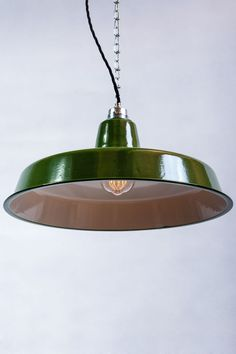 Emaille Industrielampe Fabriklampe Email Loft Lamp  Durchmesser 41 cm!  1 Stück/ Emaille grün  Preisreduzierte B-Qualität!!  Unsere  Emaille-Lampe im Stil des Bauhauses. Unvergänglich im...