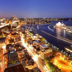Now this is what we call an epic view of #Sydney! @rikerama took this amazing shot from the top of @fssydney, located in the historic Rocks area, this hotel practically has the iconic @sydneyoperahouse and #SydneyHarbourBridge at its doorstep.