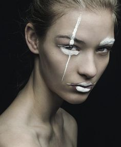 Avantgarde makeup / conceptual makeup / white face paint / white makeup / stripes / war-paint effect / white lips Makeup Inspo, Beauty Makeup, Eye Makeup, Hair Makeup, Snow Makeup, Make Up Looks, Makeup Black, White Face Makeup, White Face Paint