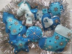 Want fantastic suggestions concerning arts and crafts? Go to this fantastic info! Felt Christmas Decorations, Felt Christmas Ornaments, Christmas Fun, Christmas Projects, Felt Crafts, Holiday Crafts, Fabric Ornaments, Homemade Christmas Gifts, Handmade Crafts