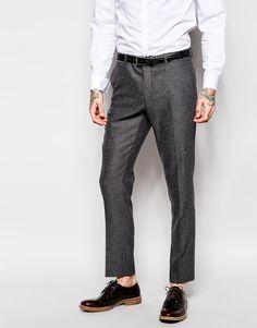 Anzughose von ASOS leicht strukturiertes Tweed enthält Stretch für eine bequeme Passform Reißverschluss und Haken- und Knopfverschluss an der Lasche seitliche Taschen und zwei Gesäßtaschen enge Passform Chemisch reinigen 70% Polyester, 13% Viskose, 13% Wolle, 3% Elastan, 1% Baumwolle Model trägt 32 Zoll/81 cm Normalgröße und ist 191 cm/6 Fuß 3 Zoll groß Gürtel ist nicht im Lieferumfang enthalten