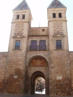 Publicamos la Puerta de Alfonso VI, en Toledo. #historia #turismo http://www.rutasconhistoria.es/loc/puerta-de-alfonso-vi-toledo