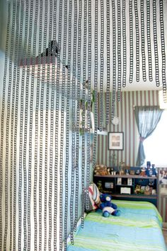 Upcycle This: Soda Cans. Have a ton of soda cans lying around your house? Consider upcycling them into something cool! Here are 21 different ideas. Soda Tab Crafts, Can Tab Crafts, Pop Top Crafts, Pop Can Tabs, Blue Velvet Chairs, Tab Curtains, Beaded Curtains, Soda Tabs, Aluminum Cans