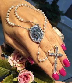 Terço semi joias da moda! #semijoias #semijoia #terco #crucifixo #cruz #semijoiasreligiosas #medalhas #colaresreligiosos