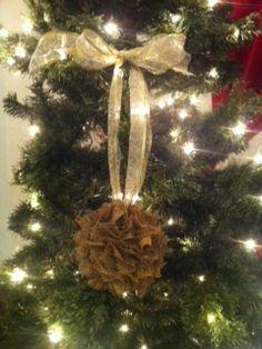 BURLAP & GOLD RUSTIC POM POM #christmas