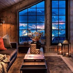 20 tips will help you improve the environment in your bedroom . Cabin Interiors, Rustic Interiors, Modern Cabin Interior, Interior Design, Living Room Windows, Living Spaces, Winter Cabin, Dere, Log Homes