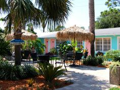 Palms Retro Hotel.  The Palms Retro is a recently refurbished gem featuring 1950s themed rooms. Our heavily landscaped, enclosed courtyard features fifties music and provides the perfect venue for small gatherings, and your caterers will love our replica diner.