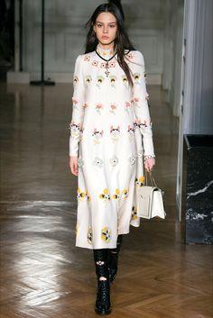 Sfilata Valentino Parigi - Collezioni Autunno Inverno 2017-18 - Vogue