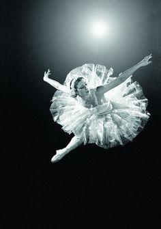 Maya Plisetskaya - Google Search. #Ballet_beautie  #sur_les_pointes  * Ballet_beautie, sur_les_pointes *