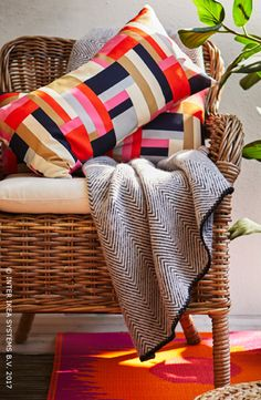 Le printemps approche… Envie de lever le pied et de vous détendre ? Votre balcon est l'endroit idéal pour en profiter ! Utilisez des textiles pour réchauffer cet espace et mélangez les textures et les matières afin de  créer de la profondeur. Découvrez nos idées pour transformer votre extérieur en une oasis de calme et de confort. BYHOLMA/MARIEBERG Fauteuil, 114,90/pce. #IKEABE  #idéeIKEA  Spring is coming … Want to kick your feet up and chill? Your balcony is the perfect place to do so…